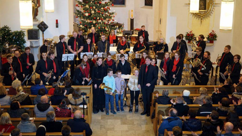 """Mit sinfonischem Blasorchester und dem Blechbläser-Ensemble """"12er Blech"""" gestalten die Ulrichsbläser am zweiten Weihnachtsfeiertag in der Pfarrkirche ihr Weihnachtskonzert. −Foto: Heisl"""